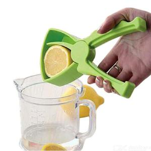 Mini Orange Lemon Juicer Hand Squeezer Fruit Tool, Plastic Household Hand Manual Press Squeezer Citrus Juicer Maker