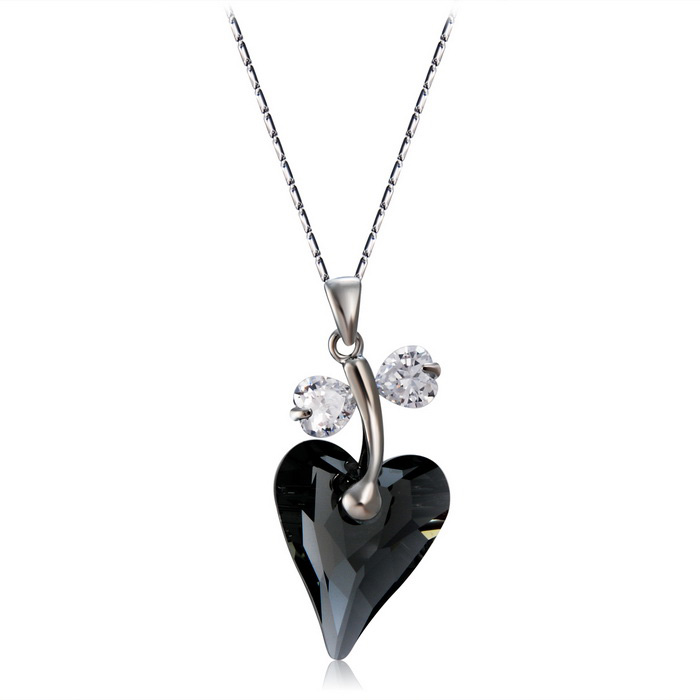 Fashionable Heart Shaped Crystal Pendant Necklace - Silver