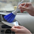 ZIQIAO 2-in-1 Car Air Conditioning Wind Gap Brush - White +  Blue