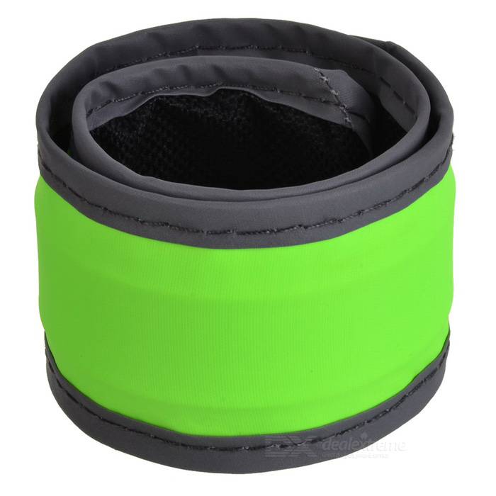 Outdoor Sports Cycling Reflective Lighting Hand Ring Band - GreenBike Light<br>Form  ColorGreenQuantity1 DX.PCM.Model.AttributeModel.UnitMaterialNylonPowered ByOthers,CR2032Other FeaturesBuilt in 1 * CR2032 battery; With 1 * blue LED for night lighting.Packing List1 * Hand ring<br>