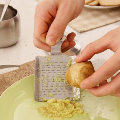 Stainless Steel Kitchen Garlic Crusher Ginger Grater Grinding Tool - Silver