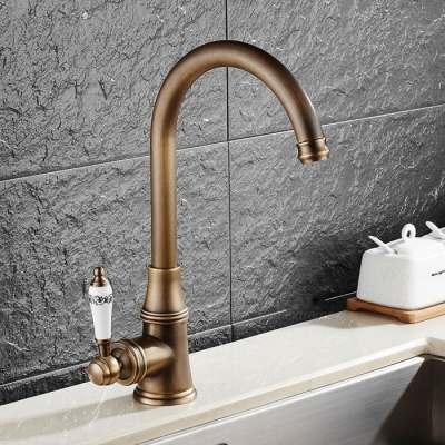 Antique Brass 360 Degree Rotatable Ceramic Valve Single Handle One-Hole Kitchen Faucet