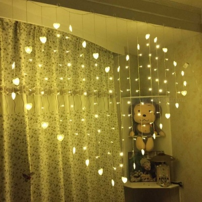Portable 124-LED Love Heart-Shaped Curtain String Light for Festival Home Decoration