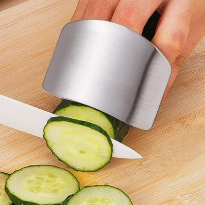 Universal Stainless Steel Finger Guard Protector for Cutting Vegetable / Meat - Silver