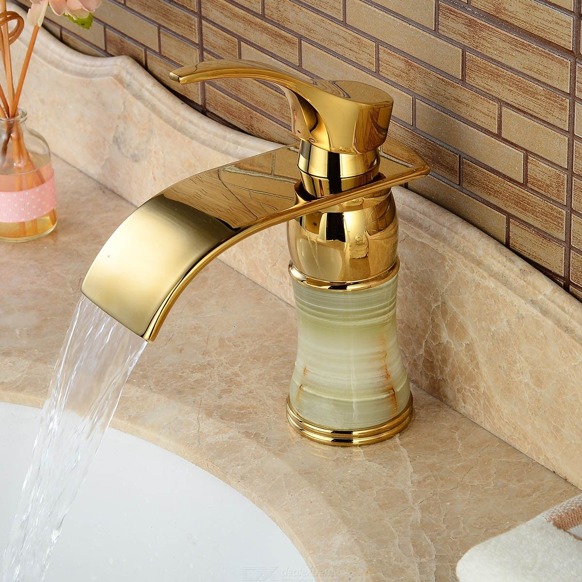 Brass Deck Mounted Ceramic Valve One Hole Imitation Jade Ti-PVD Bathroom Sink Faucet w/ Single Handle