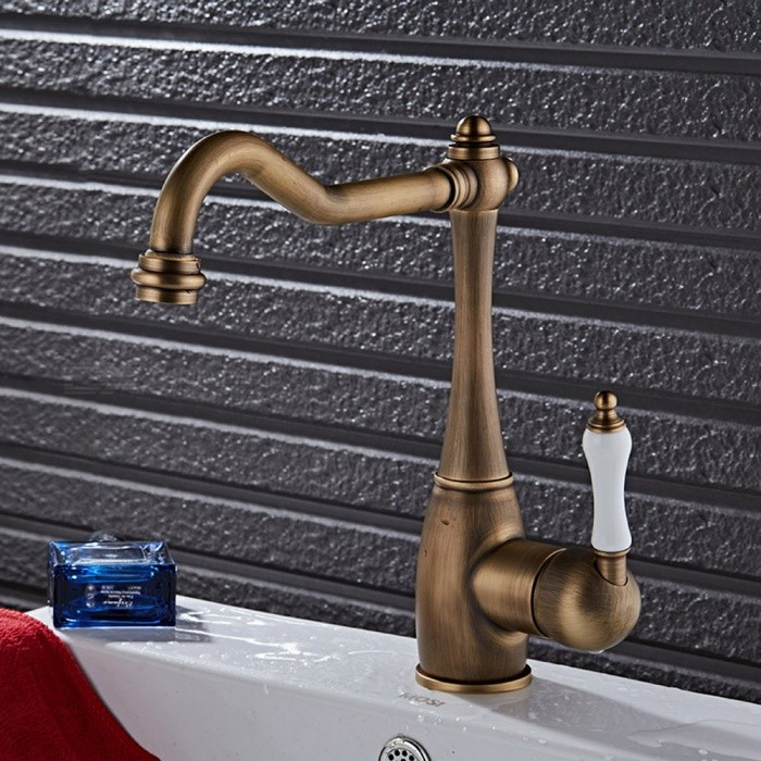 F-9070A Antique Brass 360 Degree Rotatable Single Handle One-Hole with Ceramic Valve, Kitchen FaucetKitchen Faucets<br>ColorAntique BrassSizeNorth AmericaModelF-9070AMaterialBrassQuantity1 setFinishAntique BrassValve TypeCeramic ValveNumber of handlesSingleSpout Height20 cmSpout Length26 cmTotal Height27 cmPacking List1 x Faucet2 x Stainless steel tubes (60cm)<br>
